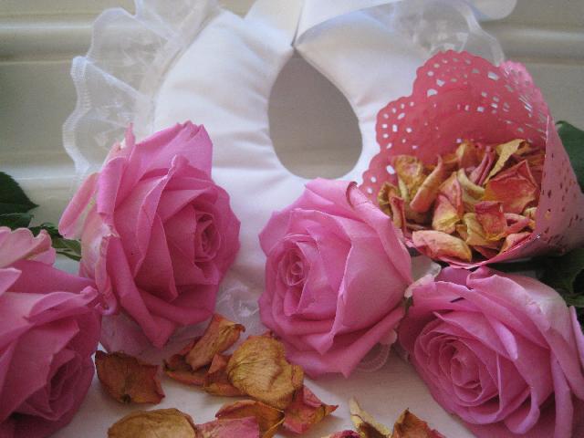 засушенные лепестки роз на свадьбу