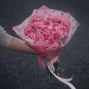 букет розовых гвоздик