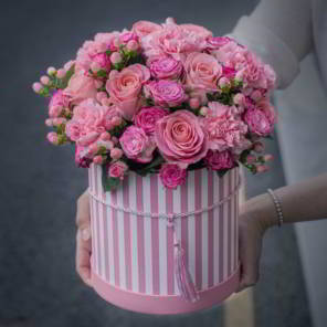 шляпная коробка розовая полосатая