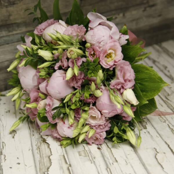 букет пионов и розовой эустомы