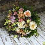 букет из французских роз и пионов