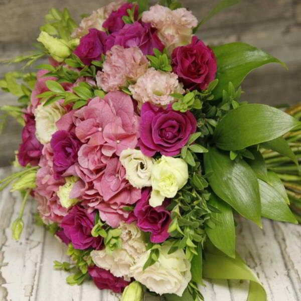 гортензия, розы мамми блу и эустома