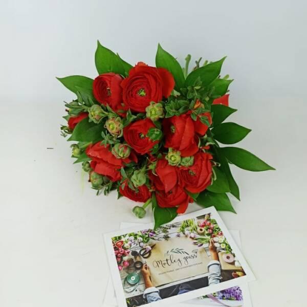букет 11 красных ранункулюсов