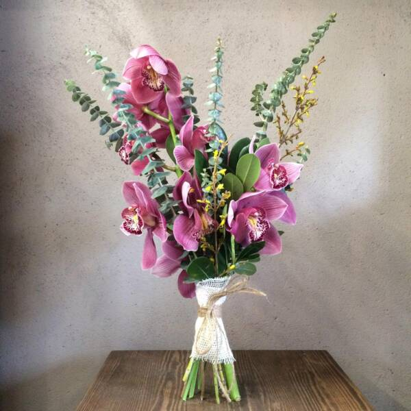 букет из орхидеи вертикальный