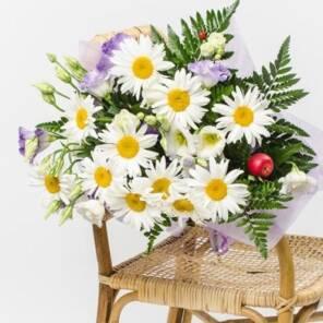 букет садовых ромашек