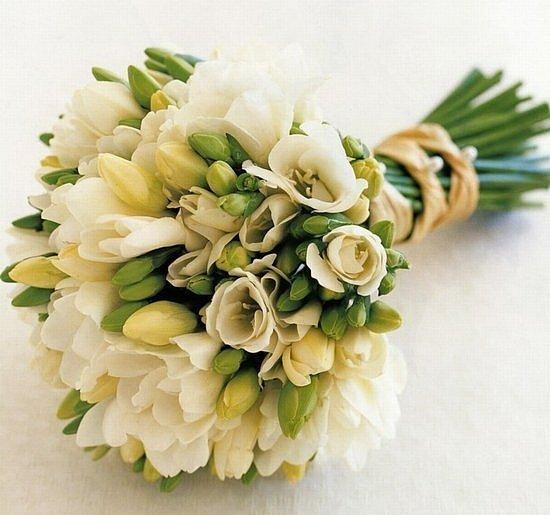 Букет свадебный из фрезий ivory