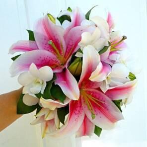 Лилии с орхидеями