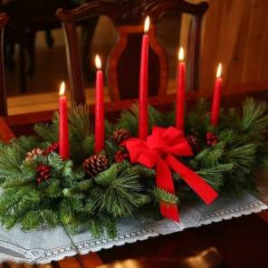 Настольная композиция с красными свечами