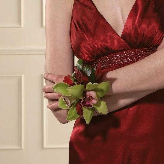 Корсаж на руку из орхидей