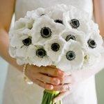 Букет невесты из белых анемонов