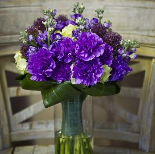Фиолетовая гвоздика и маттиола