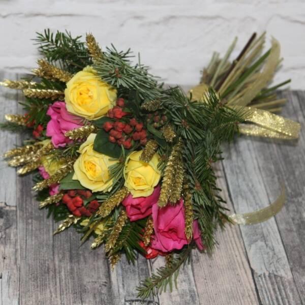 Пионовидные розы и колоски