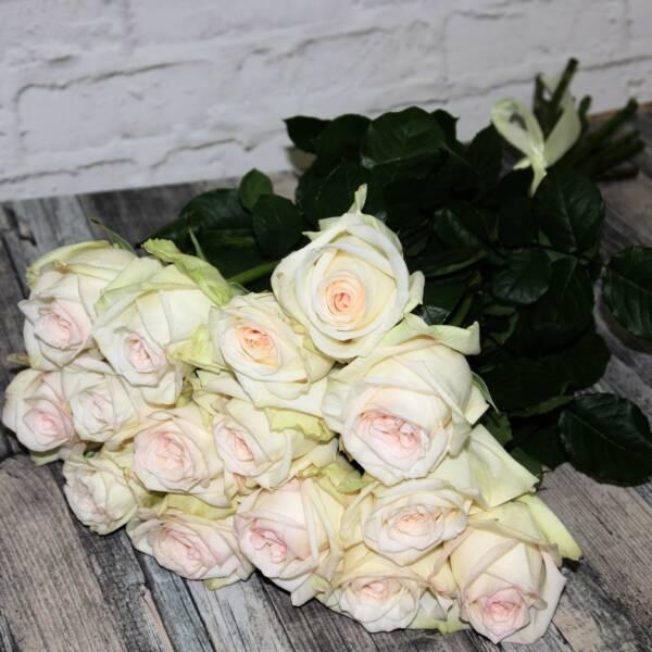Охапка роз Вайт О'Хара