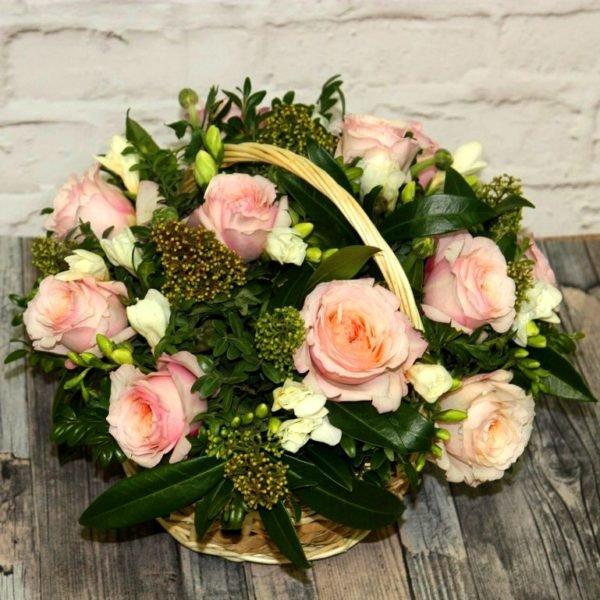 Корзина с пионовидными розами Кейра