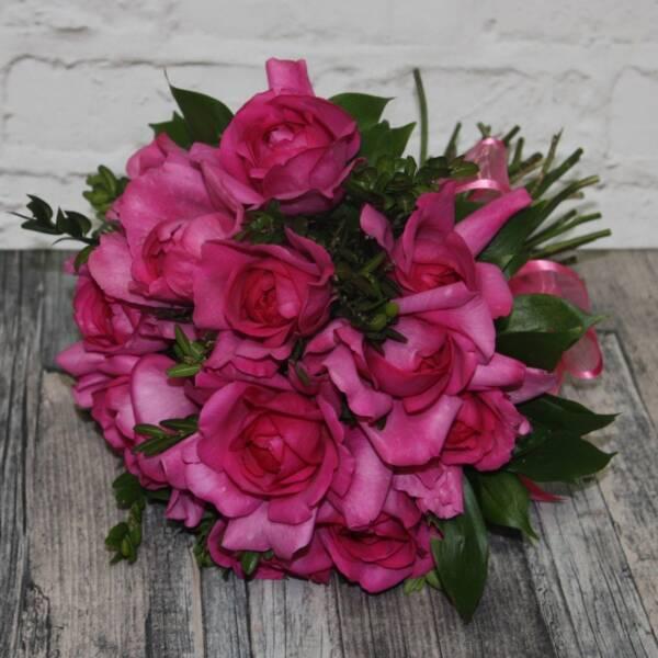 Розы Ив Пьяже и самшит