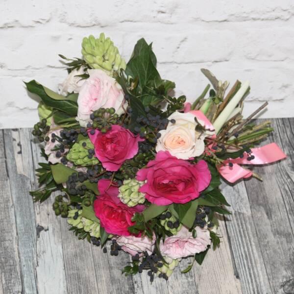 Пионовидные розы и гиацинты
