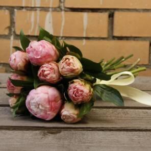 Охапка розовых пионов Гардения