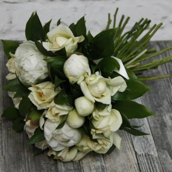 Белые пионы и розы Крим Пьяже