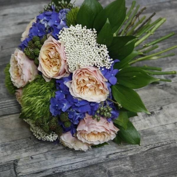 Гортензия и пионовидные розы