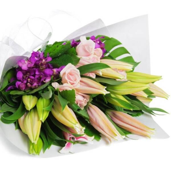 Лилии, розы, орхидеи