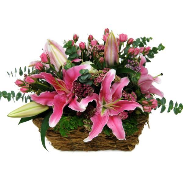 Корзина розовых лилий
