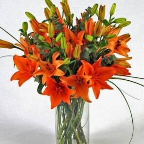 9 оранжевых лилий