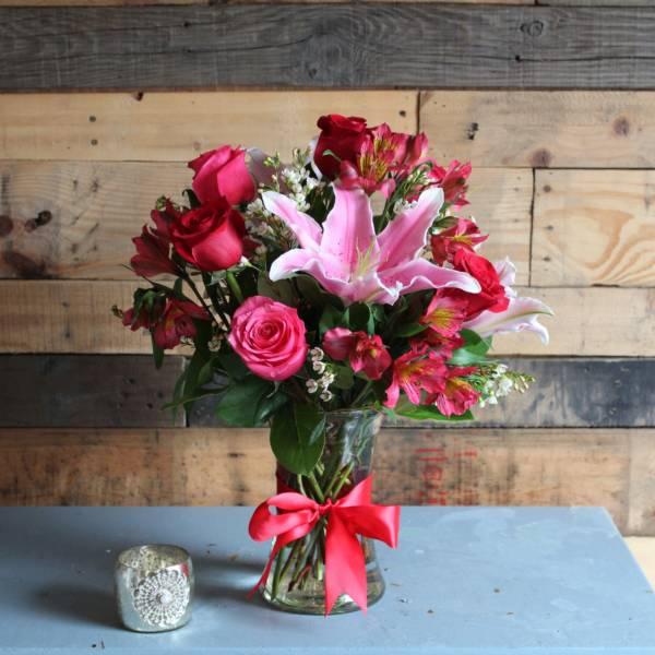 Розовые альстромерии и лилии