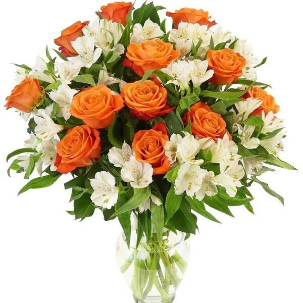 Беле альстромерии и оранжевые розы
