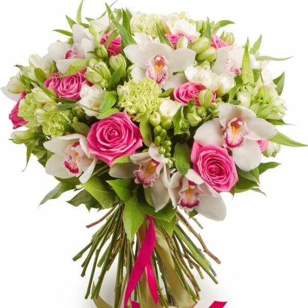 Нежный розовый букет с альстромериями и орхидеями