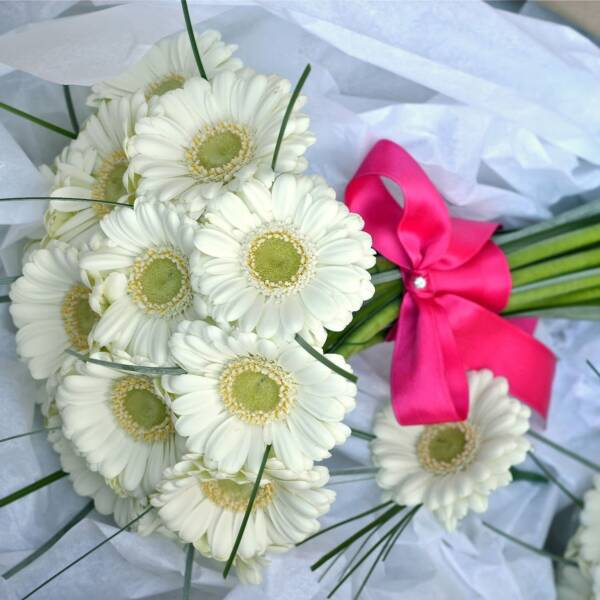Букт невесты из белых мини гербер