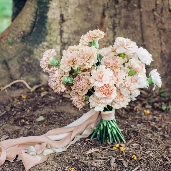 Винтажный букет невесты из гвоздик