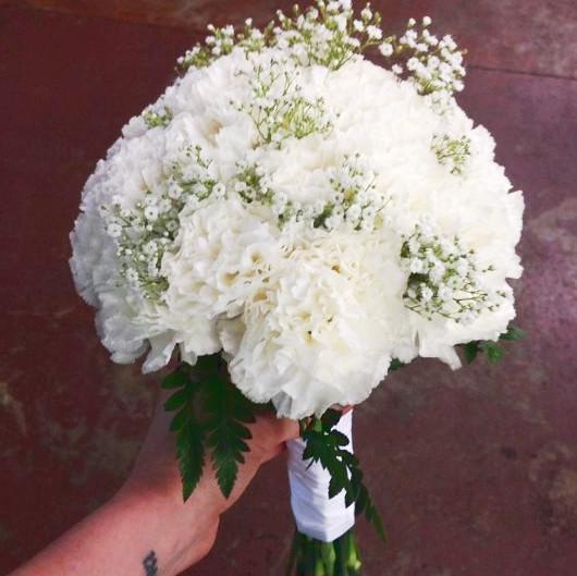 Букет невесты из белой гвоздики маленький