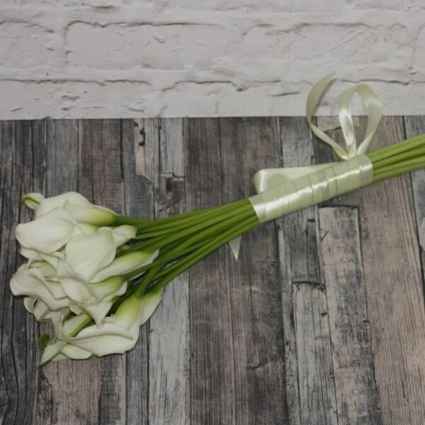 Букет длинных белых калл