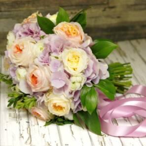 Английские розы и розовая гортензия
