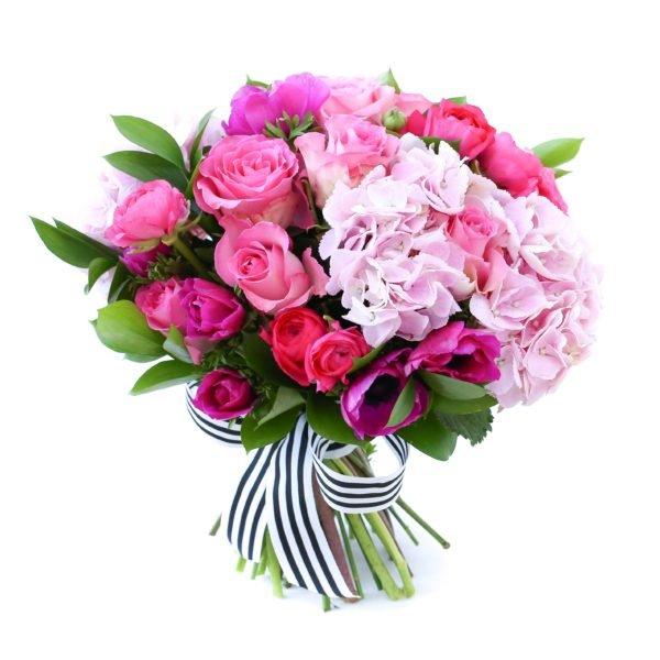 Букет с розовой гортензией и розами