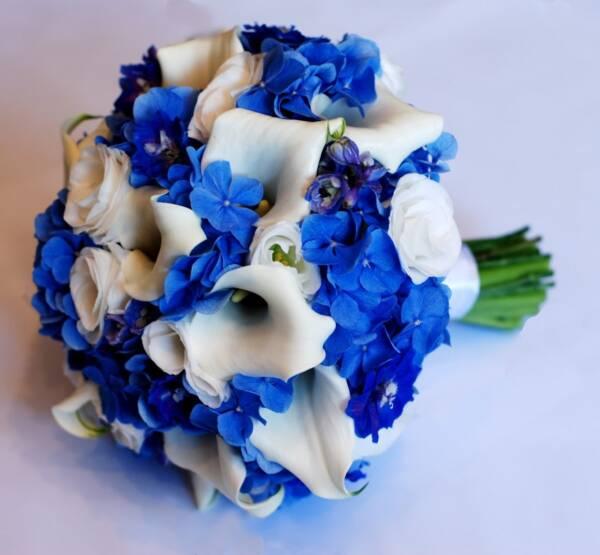 Каллы и синяя гортензия