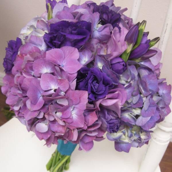 Фиолетовая гортензия и эустома