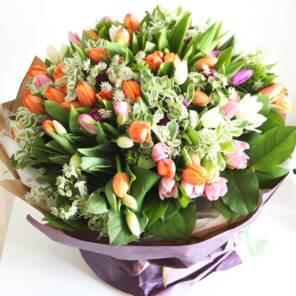 51 тюльпан с зеленью