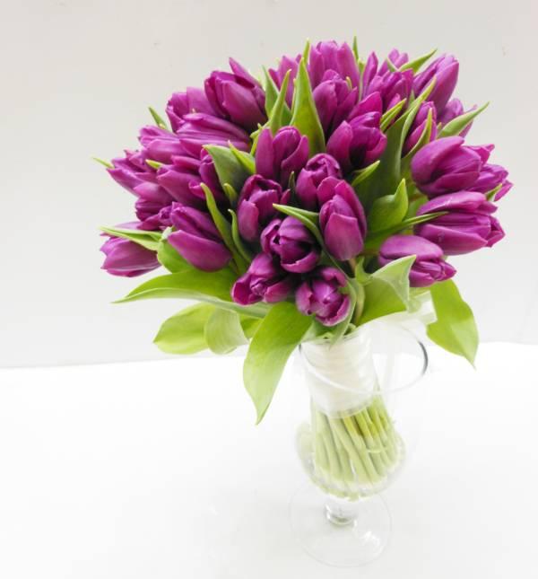 35 сиреневых тюльпанов