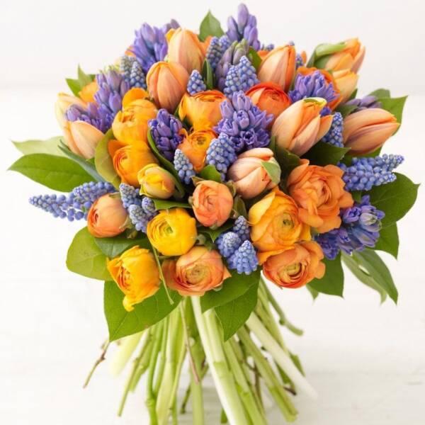 Раункулюсы, гиацинты и тюльпаны