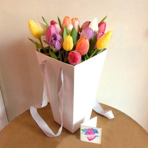 19 тюльпанов в коробке