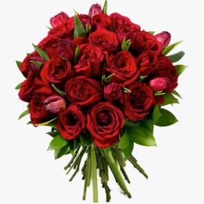 Красные розы и тюльпаны