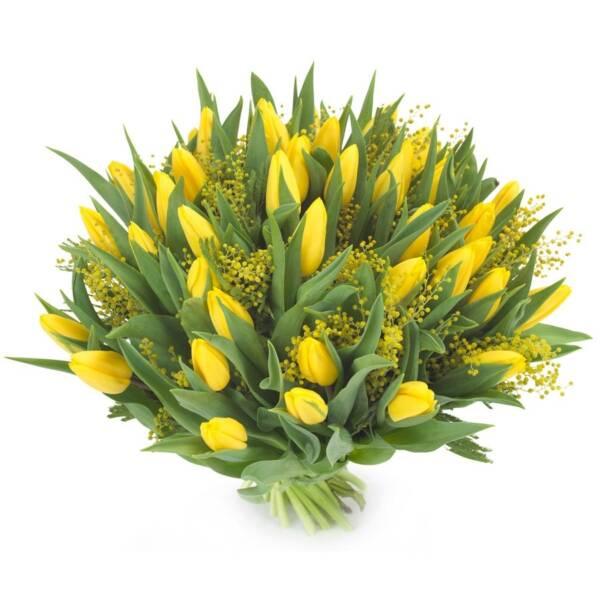 35 желтых тюльпанов и мимоза