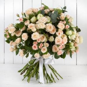 35 кустовых розовых роз