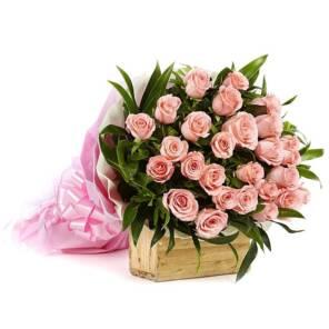 25 розовых роз с зеленью 60 см