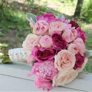 Букет невесты из ранункулюсов, пионов и роз