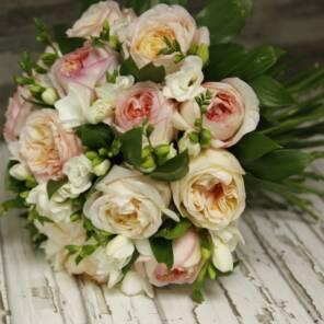 Розы Анджи Романтика и фрезия