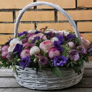 Шикарная корзина георгинов, пионов, пионовидных роз