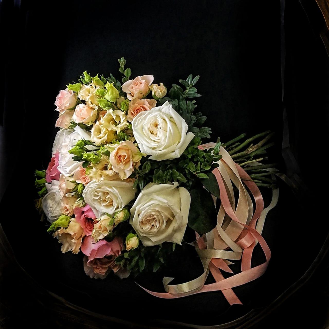 пионовидыне розы и эустома