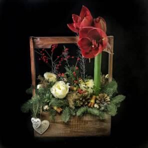стильный деревянный ящик на новый год
